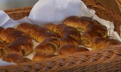 Kakastaréj Hungarian Recipes, Sausage, Food And Drink, Bread, Brioche, Hungary, Easy Meals, Sausages, Bakeries
