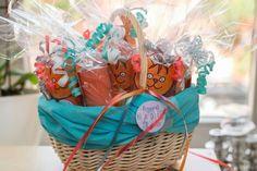 Traktatie voor de peuterspeelzaal: Dikkie Dik wc rolletjes met een zakje snoepjes en een doosje rozijntjes erin