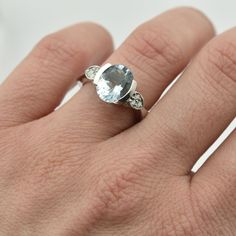 Zlatý prsten s akvamarínem a diamanty Dilte
