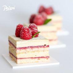 Mini Pavlovy - Víkendové pečení Brownie Cupcakes, Cheesecake Brownies, Mini Cheesecakes, Red Velvet, Desserts, Food, Mascarpone, Tailgate Desserts, Deserts