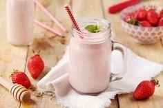 Recette de Smoothie aux fraises, yaourts brassés abricot au lait de brebis et miel