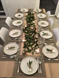 34 Awesome Winter Dining Table Decor Ideas - Helen Home Christmas Dining Table, Christmas Table Settings, Christmas Tablescapes, Holiday Tables, New Year Table, Deco Table Noel, Silver Christmas Decorations, Decoration Table, Küchen Design