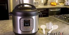 For any cooking geeks out there, you may have just gotten a new Instant Pot.and now have no idea how to use it. Get started with these 7 easy recipes! Pressure Cooker Recipes, Slow Cooker, Pressure Cooking, Pressure Pot, Cake Recipes, Yummy Recipes, Soup Recipes, Keto Recipes, Instant Pot