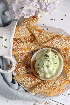 Sesame Keto Crackers Sesame Keto Crackers,Keto rezepte Easy to make, crispy all over and healthy as you would have wished for. Made with fathead dough, those Keto Crackers with sesame seeds are the favourite. Comida Diy, Comida Keto, Ketogenic Recipes, Paleo Recipes, Low Carb Recipes, Paleo Food, Recipes Dinner, Dessert Recipes, Snacks Recipes
