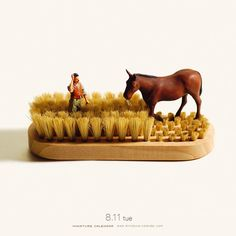 Clever Mini Dioramas Using Everyday Objects and Tiny Figurines Will Delight You — NEON Miniature Calendar, Art Du Monde, Miniature Photography, Micro Photography, Kumamoto, Colossal Art, Tiny World, Photo Projects, People Art