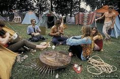 Woodstock hippie festival in New York 1969 -drugs, sex and rock and roll. These same 'peace and love 'people are also the same crowd that fights for the right to kill their own babies! Estilo Hippie, 70s Hippie, Hippie Vibes, Happy Hippie, Hippie Love, Hippie Style, Hippie Things, Hippie Trippy, Hippie Chic