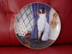 Franklin Mint Siamese Twins Limited Edition Plate - Statuesque by Daphne Baxter.