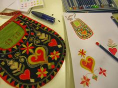 Folk Embroidery Ideas Kjolsäcken, Loose Pockets of Leksand, Dalarna, Sweden - The loose pocket is an important item of folk dress over much of Europe, and is especially decorative in Scandinavia. I found a number of. Swedish Embroidery, Wool Embroidery, Learn Embroidery, Machine Embroidery, Embroidery Designs, Scandinavian Embroidery, Sweden, Sewing Pockets, Scandinavian Folk Art