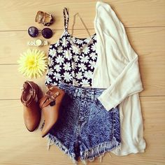 cute outfit!   via Facebook on We Heart It  ❤️Girly/Summery blog, I always follow back, pinky promise