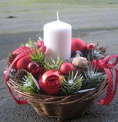 Adventní svícen v košíku