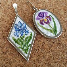 Mavi: 50x30mm (satıldı) Mor: 40x28mm Sepetinize eklerken farklı renk desen ve çerçeve isteklerinizi belirtebilirsiniz. ------------------- Irises for the weekend