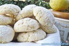 Ottimi per accompagnare una tazza di thè, questi biscotti al limone vi conquisteranno per la loro delicatezza ma anche per la facilità di esecuzione.