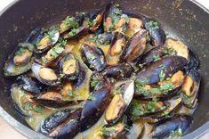 Μύδια αχνιστά με κάρυ Paella, Sprouts, Food And Drink, Vegetables, Ethnic Recipes, Foods, Food Food, Food Items, Vegetable Recipes