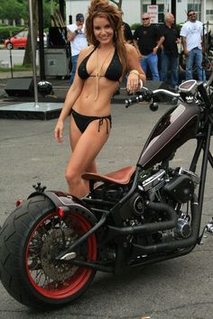 Too bad the bike isn't fitting on this picture... beautiful high neck construction, which construction can't be said of the girl.. some parts of her aren't especially symmetric
