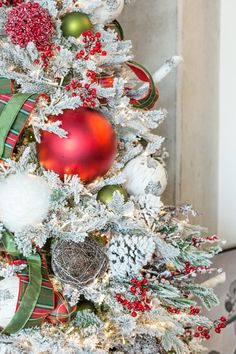 the everyday hostess how to decorate a festive wintry rustic christmas tree rustic christmas - Awesome Christmas Trees