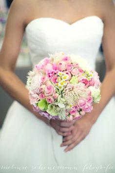 Foto: Melanie Schönemann Blumen Milles Fleurs Vintage# Wedding# Flowers#…