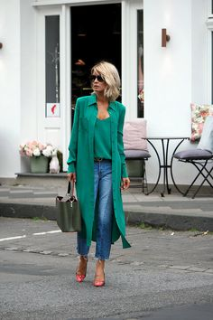 Look Stylish and Chic with 10 Beautiful Green Fashion - Fashions Nowadays 60 Fashion, Over 50 Womens Fashion, Green Fashion, Fashion Over 50, Fashion Looks, Fashion Outfits, Fashion Trends, Petite Fashion, French Fashion