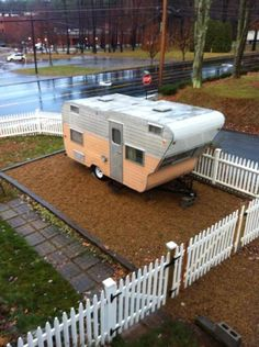 1963 ElJay with it's own little parking yard Small Travel Trailers, Tiny Trailers, Small Trailer, Vintage Campers Trailers, Retro Campers, Vintage Caravans, Camper Trailers, Vintage Rv, Vintage Trucks
