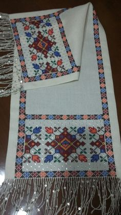 Saadet Furtun Bargello, Embroidery Stitches, Cross Stitch, Quilts, Blanket, Furla, Salons, Cross Stitch Embroidery, Punto De Cruz