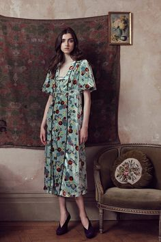Orla Kiely Resort 2019 collection, runway looks, beauty, models, and reviews.