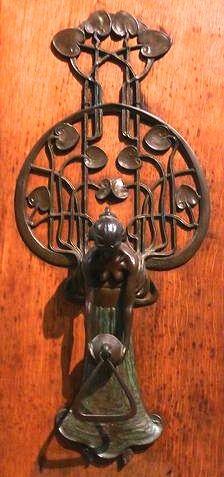 Arts and Crafts Craftsman Art Nouveau Bungalow Belle Epoque, Deco Baroque, Jugendstil Design, Door Knobs And Knockers, Art Nouveau Architecture, Art Nouveau Design, Door Accessories, Unique Doors, Door Furniture
