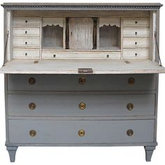 ♕ oh my, yes please ~ Gustavian writing desk, Sweden circa with fall front over three drawers. Interior has two banks of drawers, a central cabinet with applied half columns, and three hidden compartments. Swedish Decor, Swedish Style, Swedish Design, Swedish Interiors, Scandinavian Interior, Jeanne D'arc Living, Style Louis Xv, Chalk Paint Furniture, Furniture Storage