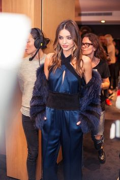 Miranda Kerr in a satin jumpsuit and fur backstage at Sonia Rykiel SS 2015 PFW. Miranda Kerr Orlando Bloom, Miranda Kerr Style, Models Backstage, Satin Jumpsuit, Australian Models, Fashion Articles, Sonia Rykiel, High End Fashion, Holiday Outfits