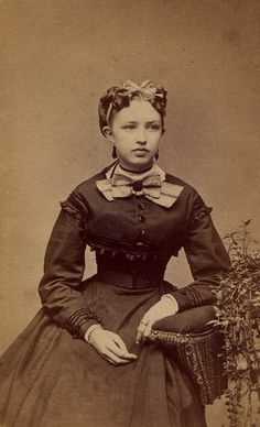 Civil War Era Beauty Photo by: Andrew & Carson Photographers, Hillsdale, MI, USA Date: c. Vintage Pictures, Old Pictures, Old Photos, Portraits Victoriens, Civil War Fashion, Old Photography, Friend Photography, Maternity Photography, Family Photography