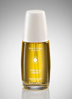 La máscara para los cabellos de la miel de los huevos el aceite de bardana