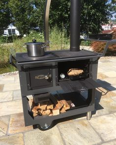 Mobile garden stove- Mobiler Gartenherd Fred, the outdoor cooker with hotplate, roasting pipe, and grill plate. Kitchen Island Grill, Mud Kitchen, Kitchen Stove, Diy Outdoor Kitchen, Outdoor Cooking, Outdoor Decor, Bbq Shed, Gas Fire Table, Herd
