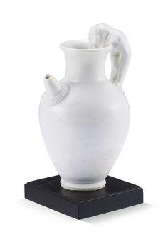 A SMALL WHITE-GLAZED EWER FIVE DYNASTIES8.2 cm, 3 1/4  in.  五代 白釉瑞獸柄小執壺  8.2 公分,3 1/4 英寸
