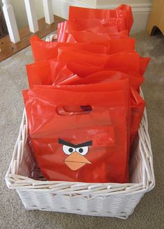 Haz tus propias bolsas para los regalos en una fiesta Angry Birds / Make your own Angry Birds party bags