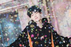 Uploaded by vαle. Find images and videos about kpop, bts and jungkook on We Heart It - the app to get lost in what you love. Bts Suga, Min Yoongi Bts, Bts Bangtan Boy, Suga Gif, Jhope, Billboard Music Awards, Foto Bts, Seokjin, Namjoon