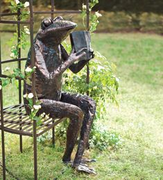 Are you crazy about frog stuff? That's why I created this fun frog page! Here you will find the best frog decor ever! Frog lamps, frog garden statues and more! Frog Statues, Garden Statues, Metal Yard Art, Metal Art, Book Sculpture, Garden Sculpture, Yard Sculptures, Amazing Frog, Frog Pictures