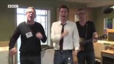 """David Tennant sings """"i Would Walk 500 miles"""" with the Proclaimers"""