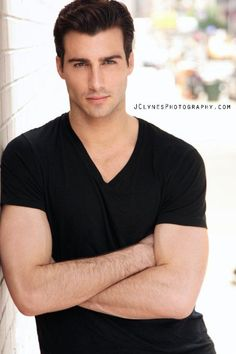 Justin Clynes - in a black v-neck tee---yes! Justin Clynes, Justin Thomas, Man Up, Old T Shirts, Guy Pictures, Good Looking Men, Male Beauty, V Neck Tee, Bad Boys