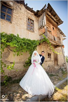 Aksaray Tesettür Düğün Fotoğrafları, Adana Düğün Foto Albümü, Yozgat Dış Çekim… Muslim Brides, Find Someone Who, Wedding Couples, Wedding Dresses, Fashion, Bride Dresses, Moda, Bridal Gowns, Wedding Dressses