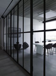 Glass wall along board room corridor. Bureau Design, Workspace Design, Office Interior Design, Office Interiors, Interior And Exterior, Divider, Commercial Interiors, Home Hacks, Contemporary Interior