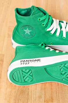 tenis PANTONE....only art kids know what Pantone colors are lol
