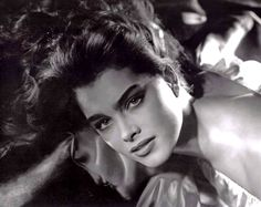 Brooke Shields by George Hurrell 1981 George Hurrell, Brooke Shields Young, Vaquera Sexy, Beloved Film, Thick Eyebrows, Pretty Baby, Interesting Faces, Look At You, Timeless Beauty