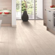 Laminae laminate flooring, with realistically textured woodgrain, simply oozes style and quality. This white oak flooring is stain and imprint resistant, and not only looks great but is robust enough… White Wood Laminate Flooring, White Oak Floors, Timber Flooring, Hardwood Floors, Light Wood Flooring, Bedroom Laminate Flooring, Light Oak Floors, Plywood Floors, Plywood Furniture