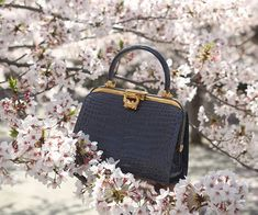 Traditional handbags are loved forever. The Signature series is a beautiful style that combines presence and glamour. Signature Collection, Crocodile, Glamour, Handbags, Traditional, Prince, Leather, Beautiful, Style