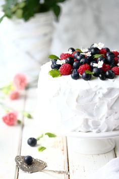 Mehevä porkkanakakku sitruunamoussetäytteellä - Suklaapossu Panna Cotta, Raspberry, Cheesecake, Baking, Fruit, Ethnic Recipes, Desserts, Food, Tailgate Desserts