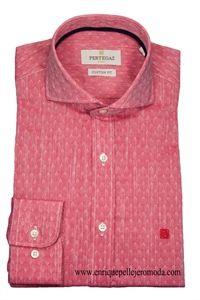 Pertegaz camisa vestir coral con dibujo. Cuello italiano camisa semi entallada…