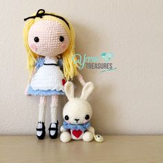 Crochet Amigurumi Rabbit Patterns Alice in Wonderland and White Rabbit Amigurumi dolls by Yarn Treasures… Cute Crochet, Crochet Crafts, Crochet Baby, Crochet Projects, Crochet Rabbit, Crochet Disney, Knitted Dolls, Crochet Dolls, Crocheted Toys