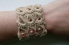 """This weekend I learnt broomstick lace. I saw a photo of a broomstick cuff on Ravely but the pattern just says """"work 3 groups of 5 stitches of broomstick lace for the length of your wrist."""" which wa. Lace Bracelet, Woven Bracelets, Knitted Bracelet, Bracelet Photo, Button Bracelet, Crochet Bracelet Pattern, Bracelet Patterns, Crochet Diy, Crochet Crafts"""