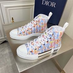 Dr Shoes, Swag Shoes, Hype Shoes, Me Too Shoes, Gucci Shoes, Jordan Shoes Girls, Girls Shoes, Cute Sneakers, Shoes Sneakers