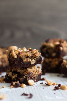 Peanut Butter Brownies with salted peanut topping - Brownie rezept - Homemade Peanut Butter Cookies, Classic Peanut Butter Cookies, Peanut Butter No Bake, Peanut Butter Granola, Butter Chocolate Chip Cookies, Peanut Butter Desserts, Peanut Butter Brownies, Cocoa, Desserts Keto