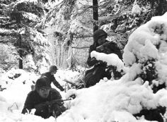 Infantrymen of the 7th US, Infantry Division dig in for an attack in snowdrifts near Amonies (Belgium) January 4, 1945 during the 'Battle of the Bulge'. (Photo by Photo12/UIG/Getty images)