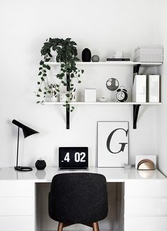 Workspace. Home Office . Decor . Interior Design . Black and White . Modern Style . White Walls .